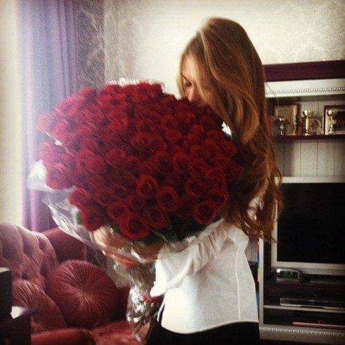��� ������ ������� Romantic Ways to Delight Her With Roses