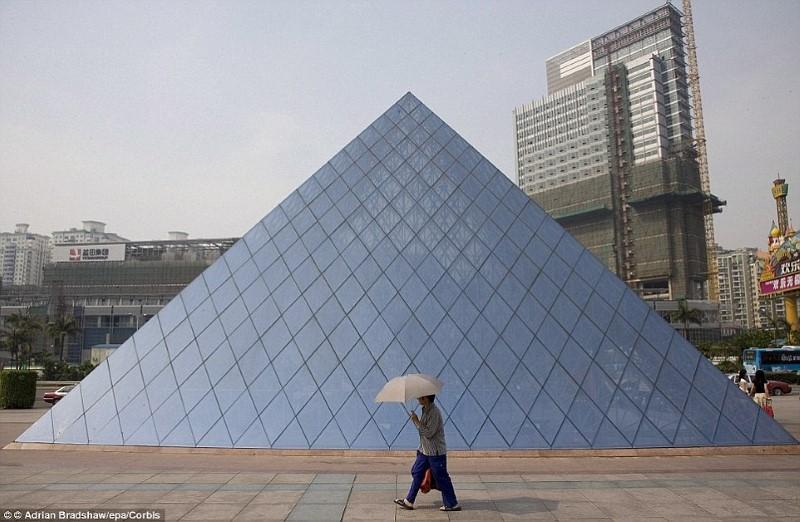 بالصور : الصين تقلد المعالم السياحه للدول لجذب السياحه