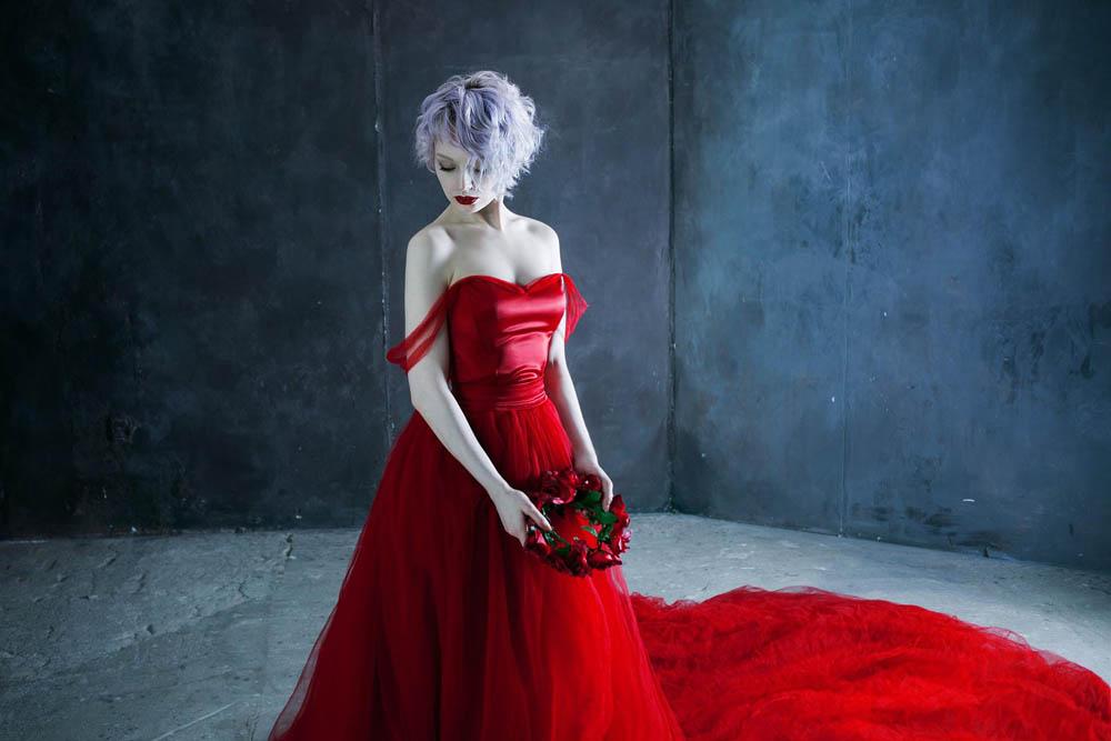 امراه بفستان احمر 1 اجمل امراه بفستان احمر