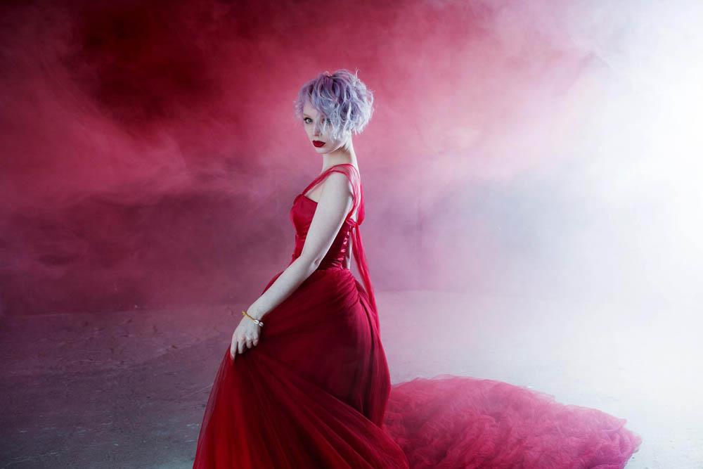 امراه بفستان احمر 2 اجمل امراه بفستان احمر