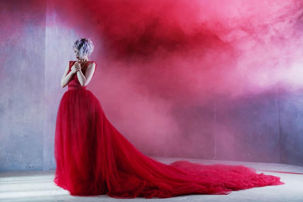 امراه بفستان احمر 3 اجمل امراه بفستان احمر