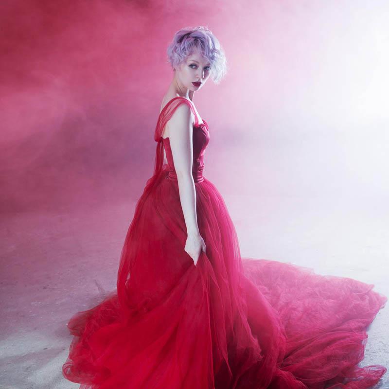 امراه بفستان احمر 4 اجمل امراه بفستان احمر