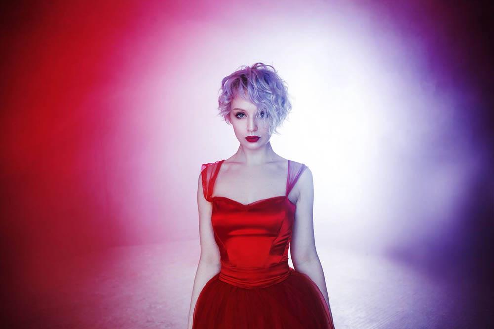 امراه بفستان احمر 5 اجمل امراه بفستان احمر
