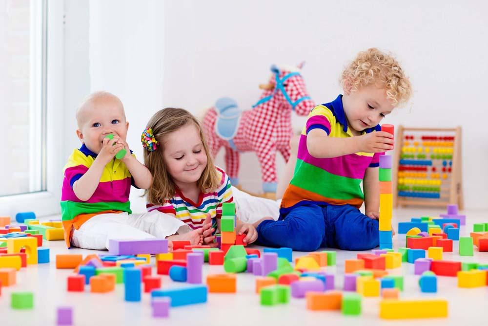 اطفال يلعبون 2 صور لعب اطفال