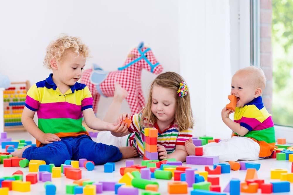 اطفال يلعبون 4 صور لعب اطفال