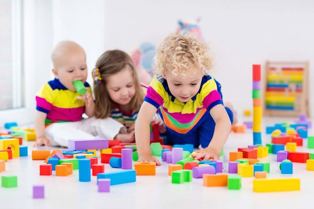 اطفال يلعبون 5 صور لعب اطفال