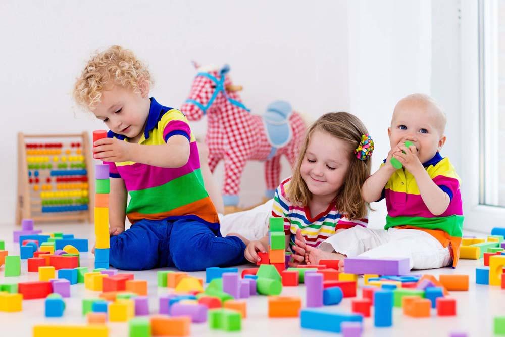 اطفال يلعبون 8 صور لعب اطفال