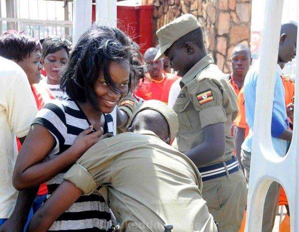 تفتيش النساء في استاد اوغندا 1 طريقه تفتيش النساء في اوغندا قبل دخول الاستاد