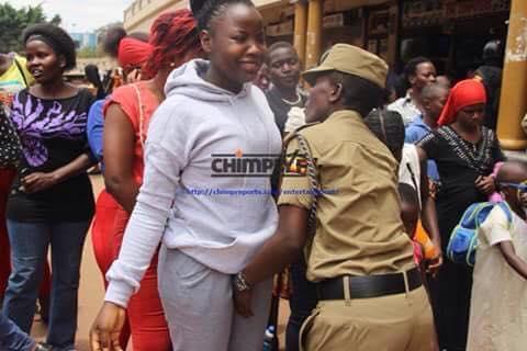 تفتيش النساء في استاد اوغندا 16 طريقه تفتيش النساء في اوغندا قبل دخول الاستاد