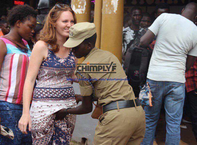 تفتيش النساء في استاد اوغندا 17 طريقه تفتيش النساء في اوغندا قبل دخول الاستاد