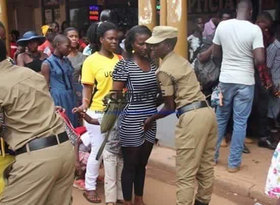تفتيش النساء في استاد اوغندا 18 طريقه تفتيش النساء في اوغندا قبل دخول الاستاد