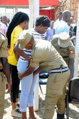 تفتيش النساء في استاد اوغندا 2 طريقه تفتيش النساء في اوغندا قبل دخول الاستاد