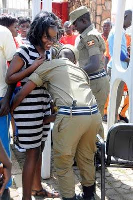 تفتيش النساء في استاد اوغندا 3 طريقه تفتيش النساء في اوغندا قبل دخول الاستاد