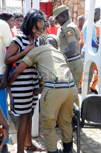 تفتيش النساء في استاد اوغندا 7 طريقه تفتيش النساء في اوغندا قبل دخول الاستاد