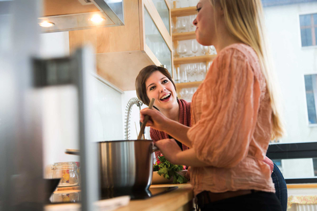عندما تطبخ المراه بمزاج فيديو عندما تطبخ المراه بمزاج