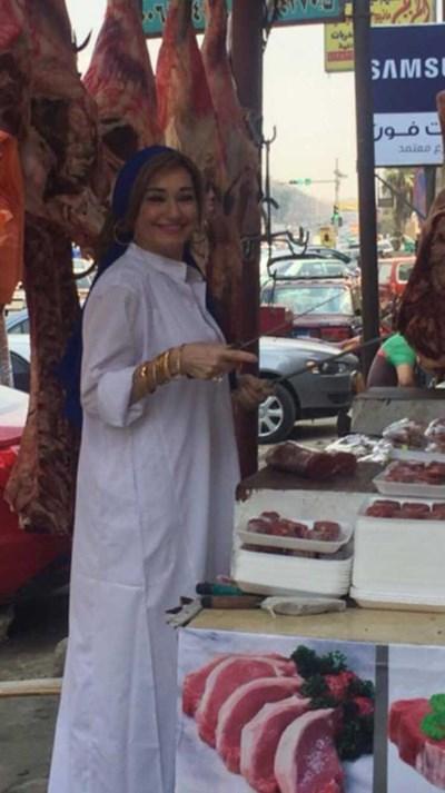 الجزاره الحسناء 2 حقيقة صور الجزاره الحسناء في المنصورة التي اشعلت الفيس بوك