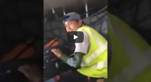 سرقه الحقائب في المطارات تصوير عامل المطار وهو يسرق حقائب المسافرين