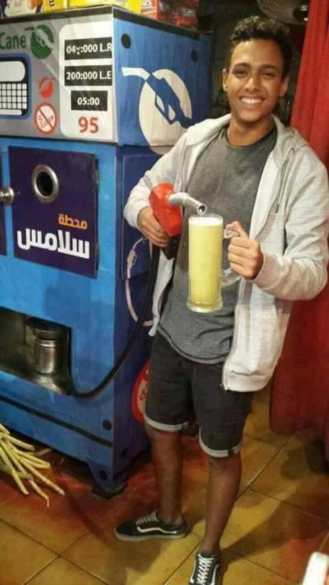 عصير قصب على ماكينه بنزين 2 محل عصير قصب على شكل طرمبه بنزين