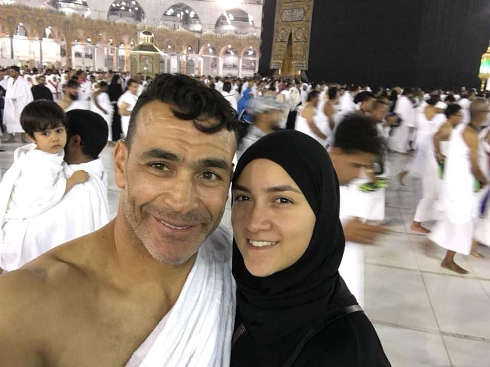 عصام الحضري في مكه 1 صور عصام الحضري يؤدي العمره مع بناته وزوجته