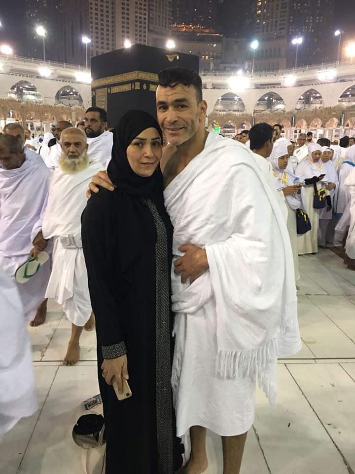 عصام الحضري في مكه 5 صور عصام الحضري يؤدي العمره مع بناته وزوجته