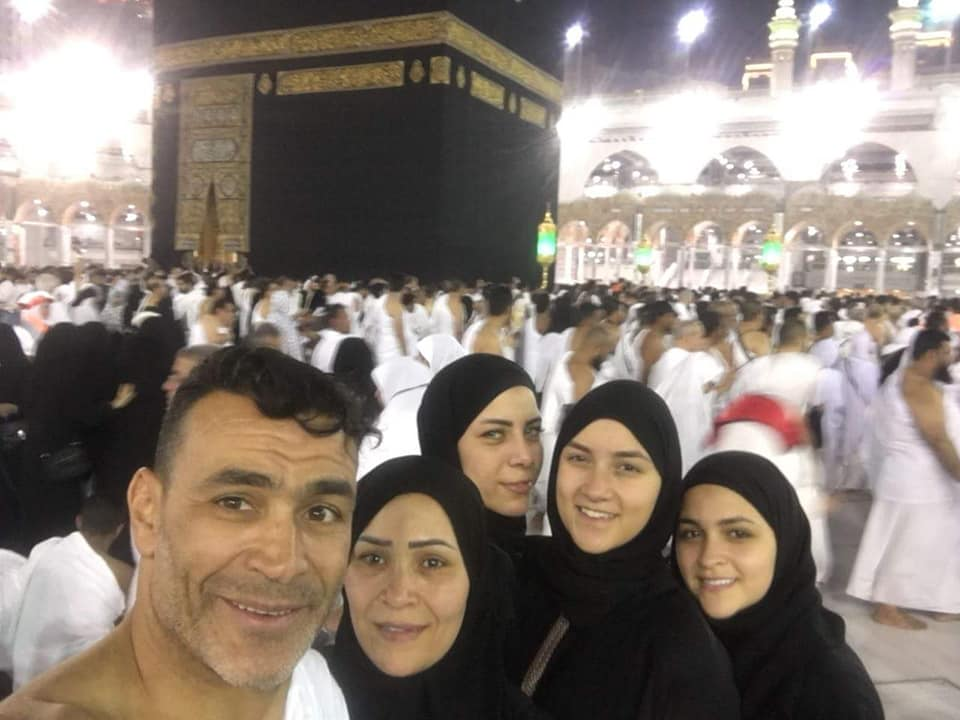 عصام الحضري في مكه 6 صور عصام الحضري يؤدي العمره مع بناته وزوجته