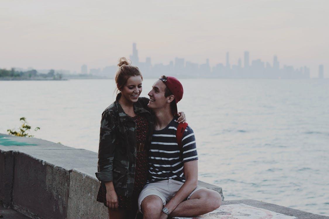 couple love water summer صور عشاق رومانسيه بنات وشباب