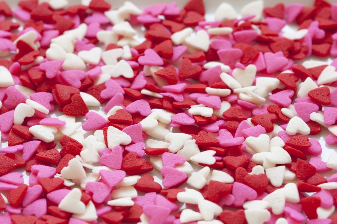 %name صور قلوب مصنوعه من الحلويات