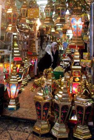وقف استيراد فوانيس رمضان هذا العام
