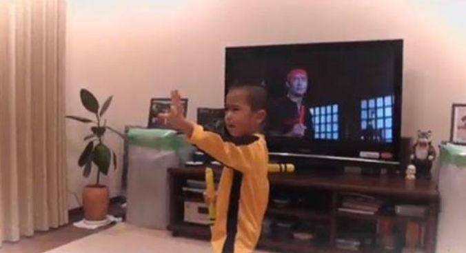 فيديو الطفل بروس لي ثلاث ملايين مشاهدة على اليوتيوب