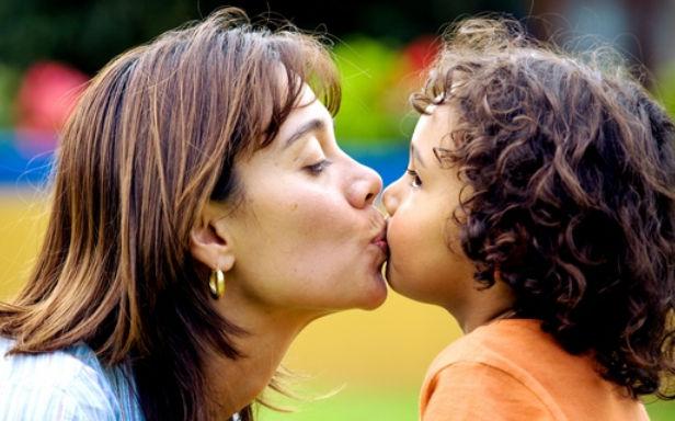 اياكم و تقبيل الطفل فى فمه