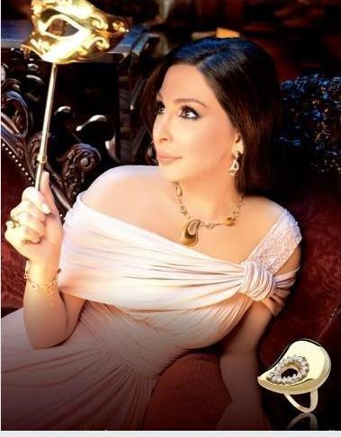 نانسى واليسا فى عرض مجوهرات داماس ولاذوردى