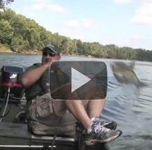 السمك يقفز في القارب بدون اي تدخل فيديو علمي Indiana Outdoor Adventures