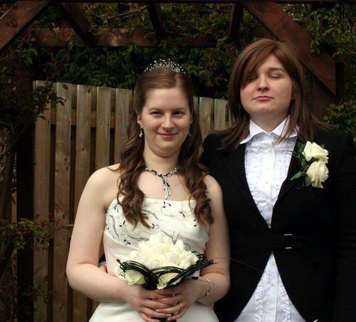 بنت تتزوج بنت .. صور من حفل الزفاف