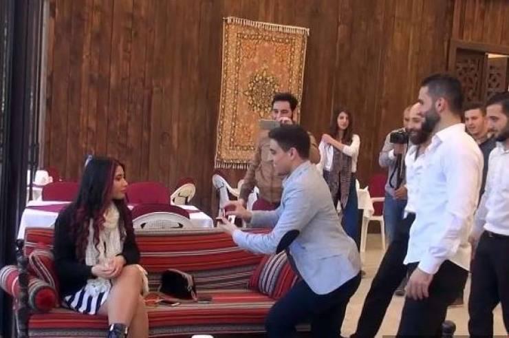 بالفيديو طلب يدها فرفضت فماذا فعل العريس ؟