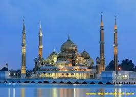 مساجد مشيدة على ضفاف الأنهار