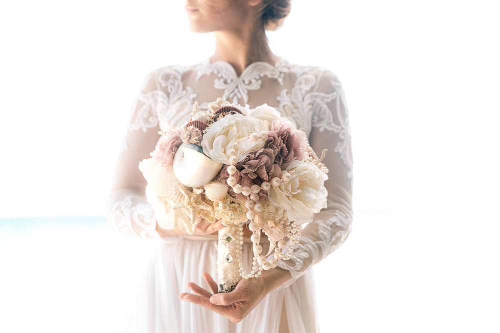 بنت بفستان فرح على البحر 10 صور عروسه بالفستان على البحر