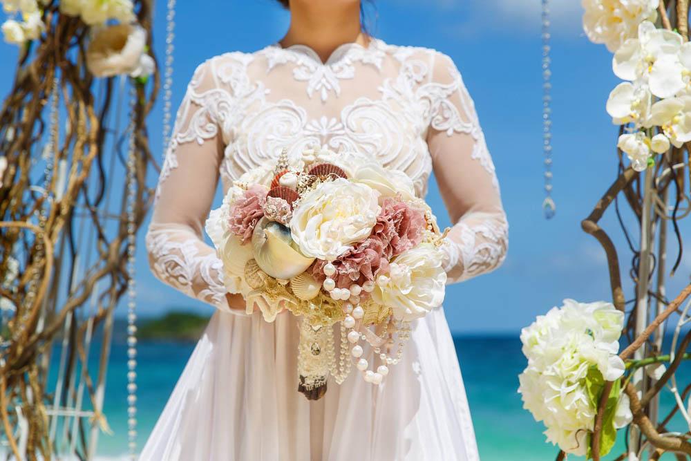 بنت بفستان فرح على البحر 11 صور عروسه بالفستان على البحر