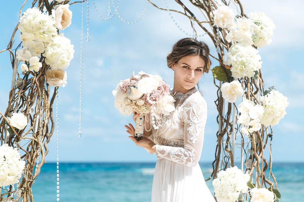 بنت بفستان فرح على البحر 4 صور عروسه بالفستان على البحر