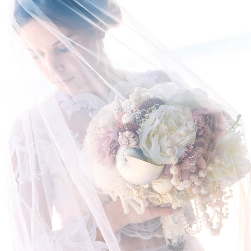 بنت بفستان فرح على البحر 5 صور عروسه بالفستان على البحر