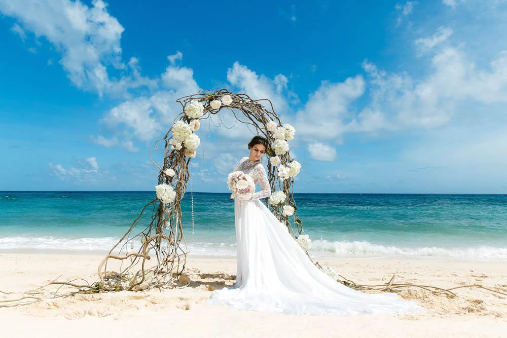 بنت بفستان فرح على البحر 6 صور عروسه بالفستان على البحر