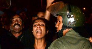 من الاحتجاجات ضد قرار الإفراج عن مغتصب الفتاة