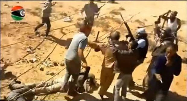 تعذيب القذافي تسريب فيديو جديد لتعذيب القذافي قبل موته