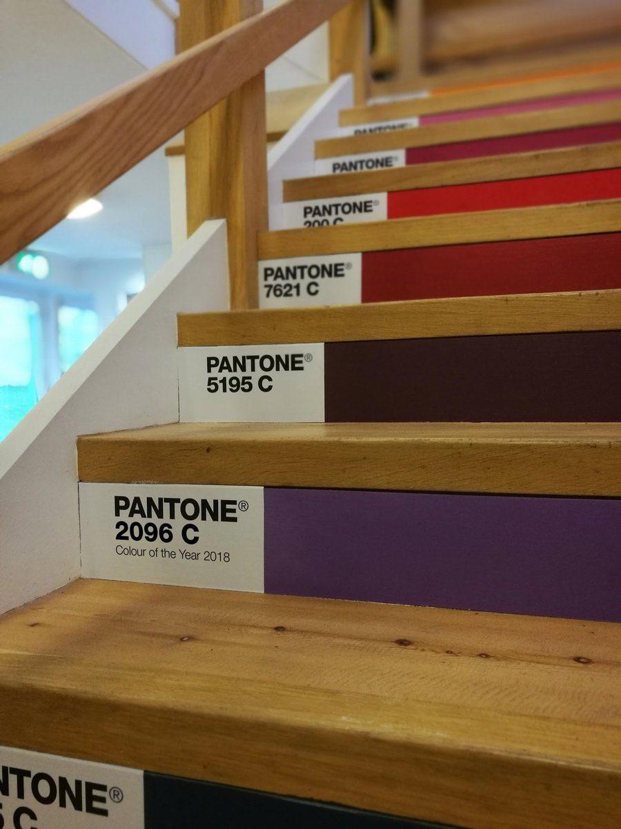 شركة Pantone 2018 2 اللون البنفسجي لون العام بحسب بانتون