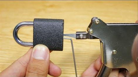 فتح الاقفال بسهوله 3 طرق لفتح الاقفال القديمه