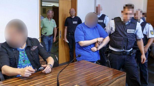 المانيه تبيع طفلها 2 السجن لام وزوجها باعت ابنها عبر الانترنت للاستغلال الجنسي