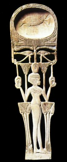 Cuiller avec une jeune fille et de multiples symboles en bois XVIIIè Dynastie Egypte Egypte Antique Cuiller avec une jeune fille et de multiples symboles, en bois, XVIIIè Dynastie Egypte, Egypte Antique