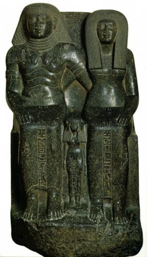 Le maire de Thèbes Sennéfer et sa famille granite gris Karnak XVIIIè Dynastie Egypte Egypte Antique Le maire de Thèbes, Sennéfer et sa famille, granite gris, Karnak