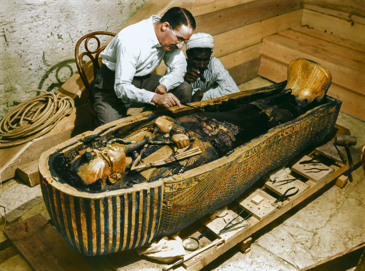 tomb of Tutankhamun 9 first moments of the discovery of the tomb of Tutankhamun