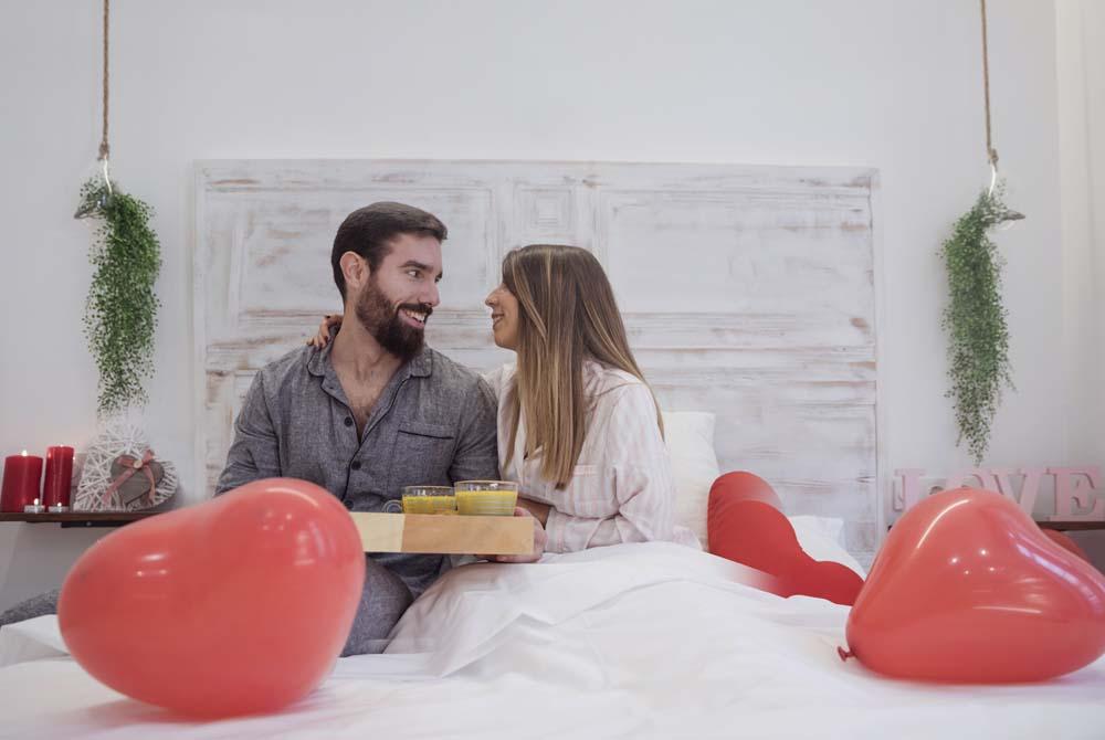 افطار على السرير في عيد الحب 1 عريس و عروسه في عيد الحب