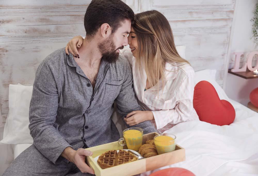 افطار على السرير في عيد الحب 2 عريس و عروسه في عيد الحب